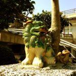Green Shisa with frog
